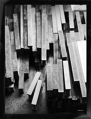 Sort/hvid fotoplakat af Metal Bricks 30x40 cm